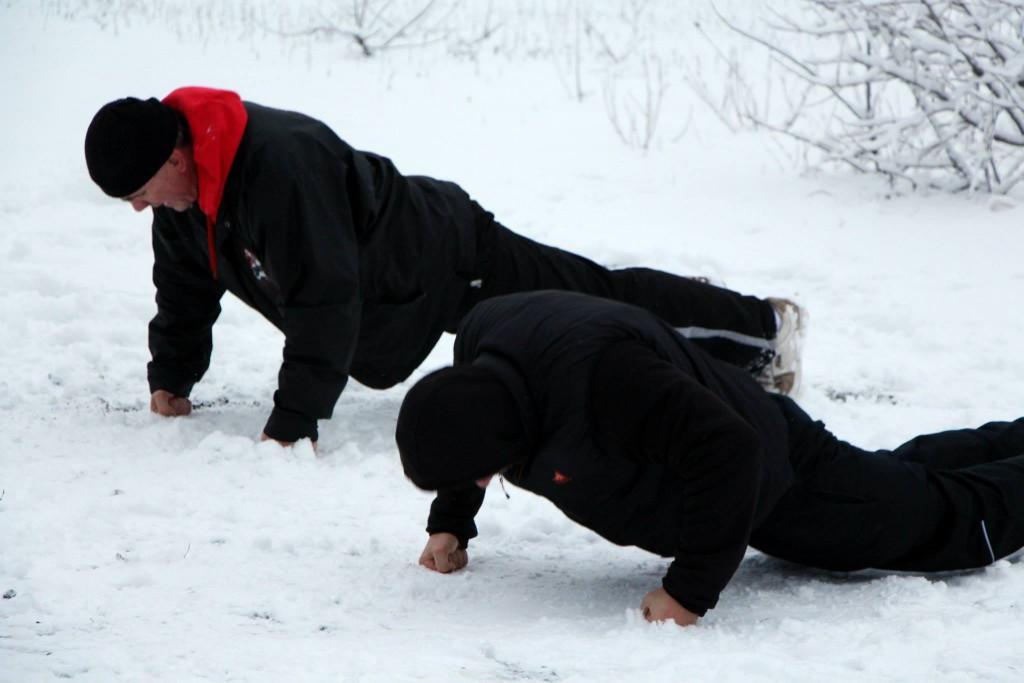 Fekvőtámasz a hóban