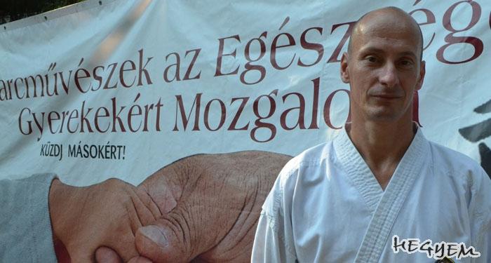 Veréb Zoltán a Harcművészek az Egészséges Gyerekekért Mozgalom táborában