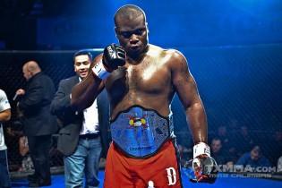Bokszzsák helyett gumiabroncsok ütlegelésével készül az MMA Klicskója