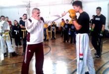 Öt év után végre bemutató kick-box edzést tartott Zrínyi Miklós
