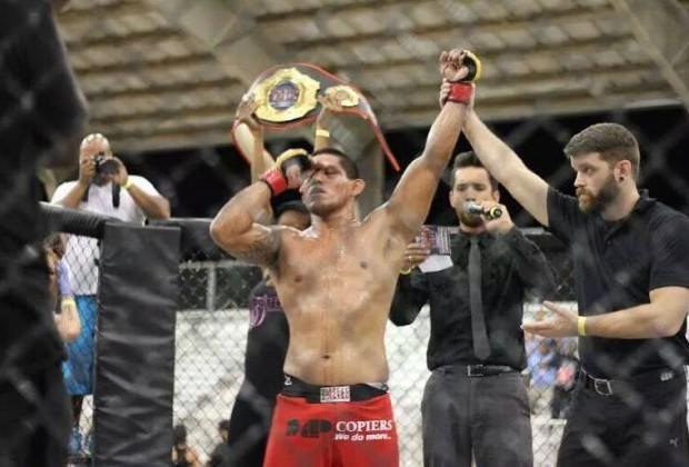 Összetojta magát a ketrecben az egyik MMA harcos
