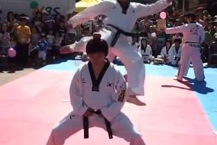 Videón a legkínosabb harcművészeti bakik