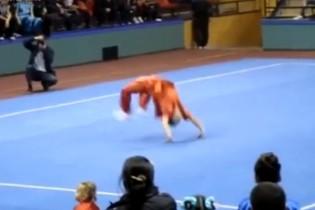 Meghazudtolja a fizikát ez a harcművész – vagy mégsem?