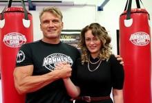 Dolph Lundgren felkarolja a tehetséges hobbiharcosnőt