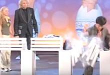 Ettől eldobja az agyát: Jackie Chan tojással a kezében törésbemutatózott (videó)