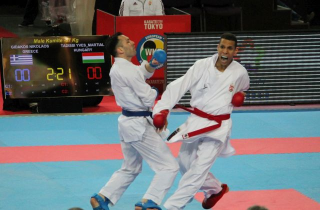 Tadissi (pirosban) legyőzi görög ellenfelét